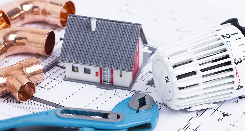 Miniaturhaus, Heizungstemperaturregler und Kupferrohre